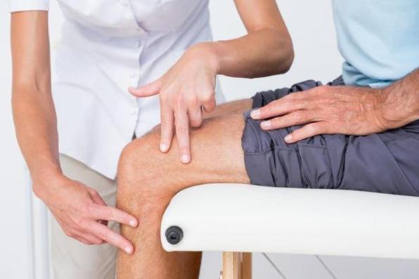 cara tepat mengobati lutut bengkak dan kaku