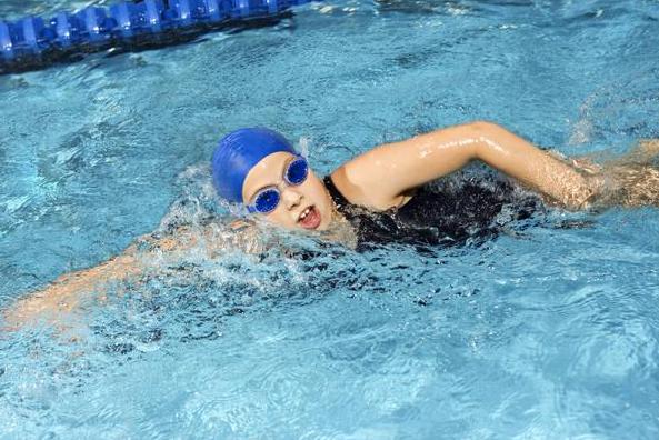 manfaat berenang untuk radang sendi
